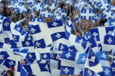 Crowd and Quebec Flags (Foule et drapeaux du Québec) (© La Fête Nationale; VisaPro.ca All Rights Reserved.)