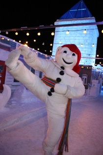 Bonhomme & Palace (Photographer: Unknown © Québec Winter Carnival. Partner org.: Québec Winter Carnival. All Rights Reserved.)