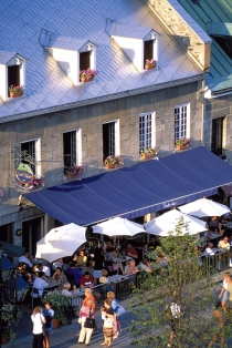 Terrace on Place Jacques-Cartier (Poulin, Stéphan © Poulin, Stéphan; Tourisme Montréal. All Rights Reserved.)
