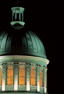 The dome of Marché Bonsecours (le photographe masqué © le photographe masqué. Cr: www.vieux.montreal.qc.ca All Rights Reserved.)