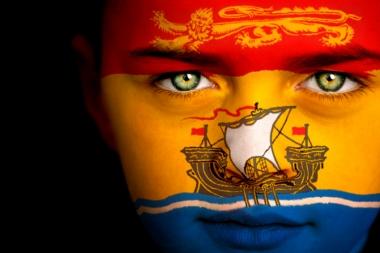 Garçon-drapeau canadien aux couleurs du Nouveau-Brunswick (Walker, Duncan P © Walker, Duncan P; VisaPro.ca Tous droits réservés)