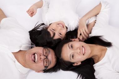 Famille asiatique heureuse (Happy Asian family) (Wang, Tom © Wang, Tom; VisaPro.ca. Tous droits réservés.)