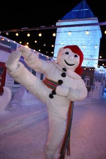 Bonhomme & Palais (Photographe : Inconnu © Carnaval de Québec. Organisme partenaire : Carnaval de Québec. Tous droits réservés.)