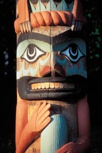 Totem (Scheffler © Scheffler; Tourism BC. Organisme partenaire : Tourism BC. Tous droits réservés.)