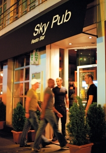 Complexe Sky (Poulin, Stphan  Poulin, S.; Tourisme Montral. Organisme partenaire : Tourisme Montral. Tous droits rservs.)