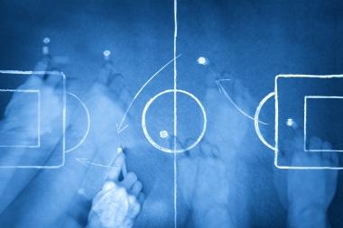 Prim plan al unei planșe tactice de fotbal (jokerpro © jokerpro; VisaPro.ca. Toate drepturile rezervate.)
